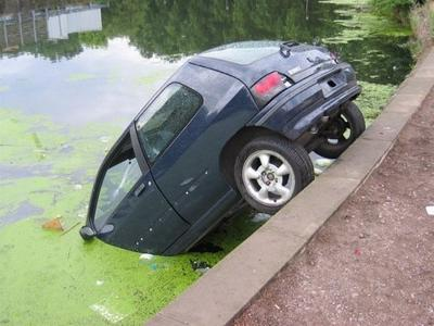 car crash into lake