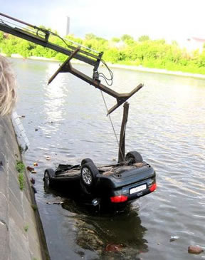 car_in_river_1.jpg